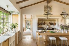 Patina Farm masters the texture game by combing a smooth plaster kitchen hood design with a beautiful stone backsplash. Source: Giannetti Home French Country Kitchens, Modern Farmhouse Kitchens, French Country Style, French Farmhouse, French Country Decorating, Oak Kitchens, French Oak, Rustic French, Country Farmhouse