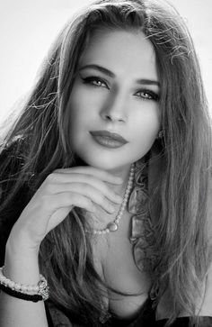Afuni's Knowledge Hub : It's Literally Fact Most Beautiful Faces, Beautiful Gorgeous, Simply Beautiful, Beautiful Women, Girl Face, Woman Face, Model Face, Black And White Portraits, Pretty Eyes
