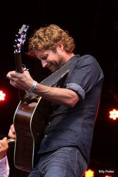 Having made his name in mainstream country music, Dierks Bentley followed his passion for bluegrass music to the Watson Stage at Merlefest 2010