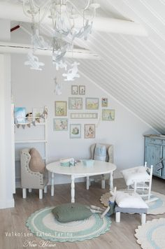 Cute little boys reading area. Shoe Room, Cute Little Boys, Villa, Baby Boy Nurseries, Home Decor Accessories, Wooden Toys, Playroom, Kids Room, Dining Table