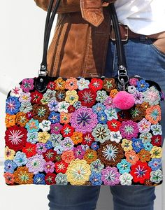 Granny Square Häkelanleitung, Granny Square Crochet Pattern, Patchwork Bags, Quilted Bag, Freeform Crochet, Crochet Yarn, Bag Patterns To Sew, Crochet Patterns, Hand Embroidery Patterns Flowers