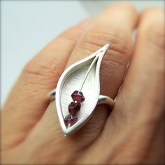Autumn Silver Leaf Red Garnet Ring Berry Leaf di NangijalaJewelry