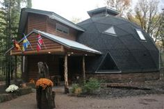 A geodesic dome home in North Branch, Minn. House Of Tomorrow, Geodesic Dome Homes, Future Buildings, Dome House, Earth Homes, Future House, Tours, Outdoor Structures, Spain