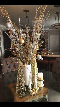 Christmas Decor Diy Cheap, Front Door Christmas Decorations, Christmas Arts And Crafts, Christmas Mantels, Christmas Centerpieces, Holiday Decor, Classy Christmas, Gold Christmas, Outdoor Christmas Planters
