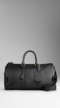 The bag features hand-stitched rolled leather handles which is portable for men. It also black and it very enough to carry the document around. There is detachable shoulder strap to creat two styles in one bag.