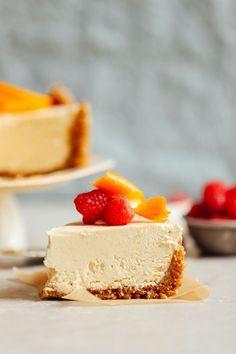 Vegan No-Bake Coconut Yogurt Cheesecake - Vegan Cheesecake Recipes Baker Recipes, Vegan Dessert Recipes, Healthy Desserts, Dessert Food, Delicious Recipes, Easy Recipes, Patisserie Vegan, Roh Vegan, Vegan Cheesecake