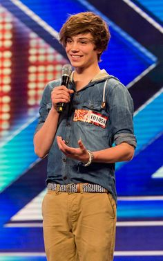 Holy shit George Shelley! It's Louis and Harry's love child! HOT
