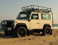 Land Rover Defender 90 - simple and perfect.