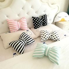 Pretty Bows - Decorative pillow collection, Toss cushions are an easy way to include a place of color and enjoyment in to your property décor. Bow Pillows, Cute Pillows, Sewing Pillows, Kids Pillows, Accent Pillows, Handmade Pillows, Handmade Toys, Decorative Pillows, Handmade Pillow Covers