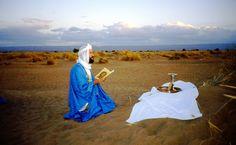 Jean Yves Leloup ( Père Jean Séraphim) célébrant la Divine Liturgie dans le Désert
