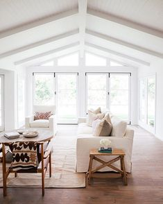 living room inspiration Large living room with lots of natural light, white walls, and wood floors Coastal Living Rooms, Home Living Room, Living Room Furniture, Living Room Designs, Living Room Decor, Living Spaces, Casa Pizza, White Beams, White Wood