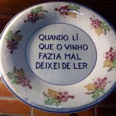 Portuguese Phrases, Portuguese Quotes, Wise Quotes, Quotes To Live By, Ceramic Plates, Decorative Plates, Portuguese Culture, Small Minds, Visit Portugal