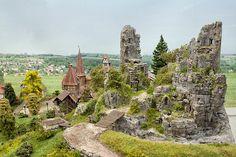 Hobbies Make Money Model Railway Track Plans, Warhammer Terrain, Hobbies To Try, Wargaming Terrain, D Craft, Train Layouts, Miniature Fairy Gardens, Fantasy Landscape, Magic Kingdom