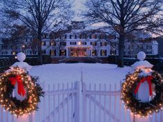 The Woodstock Inn in Woodstock, VT. While there's a little something to be said for the gloriously colorful lights and decorations that adorn some places during the holidays, simple white lights, evergreen and splashes of red are enduring and beautiful. Christmas Town, Christmas Scenes, 12 Days Of Christmas, Little Christmas, Winter Christmas, England Christmas, Christmas Baking, Merry Christmas, Woodstock Vermont