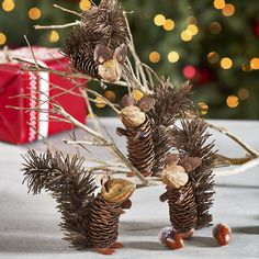 W8039 Winter Pinecone Friends - Squirrels Seasonal