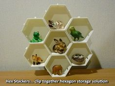 Hex Stackers are small clip together storage compartments for display or organisational use. They are easy prints that create a smart and unique stand Useful 3d Prints, Simple Prints, 3d Printing News, 3d Printing Service, Homemade 3d Printer, 3d Printer Projects, Household Items, Storage Solutions, Creative