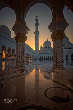 Light Fantastic by julian john on Mosque, Abu Dhabi, United Arab Emirates Beautiful Mosques, Beautiful Places, Beautiful Pictures, Mekka Islam, Mosque Architecture, Mekkah, Lights Fantastic, Islamic Wallpaper, Grand Mosque