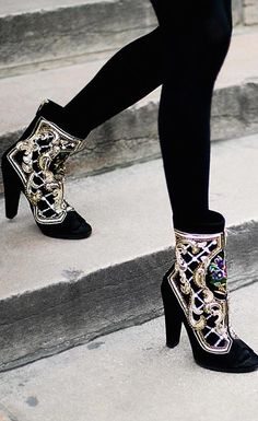 Balmain embroidered ankle boots More