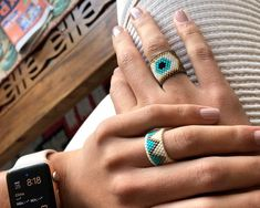 Anillo Miyuki Ojo Handmade Wire Jewelry, Beaded Jewelry Designs, Bead Jewellery, Handmade Bracelets, Jewelery, Beaded Bracelet Patterns, Bead Embroidery Jewelry, Beaded Rings, Beaded Bracelets