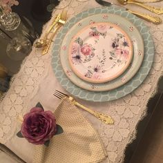 Decorative Plates, Home Decor, Railings, Lace, Colors, Homemade Home Decor, Interior Design, Home Interiors, Decoration Home