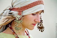 Височные кольца или Усерязь  - очень известные у древних славян предметы украшения, которые одновременно с этим являлись оберегами и амулетами.