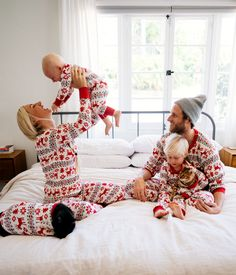 Sharing family traditions in organic cotton - with Giving families pure cotton softness since Shop family matching holiday pajamas at Hanna Andersson. Xmas Pictures, Family Christmas Pictures, Christmas Photos, Family Pictures, Christmas Mini Sessions, Christmas Minis, Christmas Photo Cards, Christmas Time, Matching Christmas Pajamas