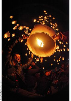 Pingxi Sky Lantern Festival 2012 平溪天燈節 by *dans, via Flickr I experienced this!!!! And this photo is awesome!