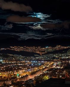 "6,999 Me gusta, 88 comentarios - Alcaldía Mayor de Bogotá (@alcaldiabogota) en Instagram: ""Descansa, Bogotá. Foto: @oarphoto"""