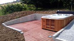Terrasse en bois composite pour SPA