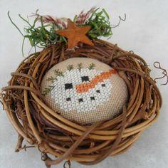 Cross Stitching Grapevine Wreath, Primitive Snowman Ornament / Kreuzstich Anhänger Schneemann Weihnachten Kranz