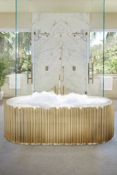 Like a perfect symphony, we created this bathtub. The gold-plated brass tubes stand out on this oval-shaped design, giving it the elegant yet luxurious look you are searching for. The tub is made of white casted iron giving it a clean look that is perfect for any luxury bathroom project.