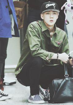 Oh Sehun airport fashion Chanyeol, Sehun And Luhan, Tao Exo, Kpop Fashion, Korean Fashion, Airport Fashion, Rapper, Kim Jong Dae, Hunhan