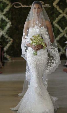 Oscar de la Renta wedding dress and veil