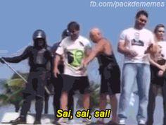 Fizeram uns GIFs e memes MUITO engraçados da queda de Bolsonaro