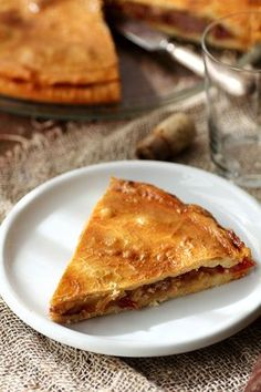 Galician meat pie with apple Tacos And Burritos, Latin Food, Recipes From Heaven, Spanish Food, Mexican Food Recipes, Catering, Food And Drink, Pie, Snacks