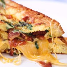 Omelette in bread - Frühstück und Brunch - Sandwich Recipes Healthy Sandwich Recipes, Healthy Sandwiches, Sandwiches For Lunch, Turkey Sandwiches, Breakfast Sandwiches, Sandwich Fillings, Cheese Ingredients, Meatloaf Recipes, Love Food