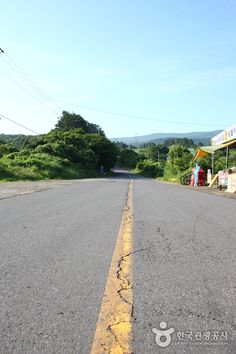 Jeju : Dokkaebi Road (Mysterious Road) - visited it on the evening of 23 March 2014.