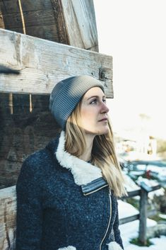 Winter Spring Outdoor Outfit for women. Organic Merino Wool beanie by VAI-KØ. Winter Outfits For Work, Casual Winter Outfits, Spring Outfits, Beanie Outfit, Business Chic, Work Chic, Winter Springs, Nyc Fashion, Outdoor Outfit