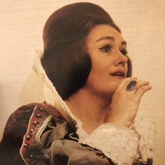 Dame Joan Sutherland as Lucia di Lammermoor, The Sutherland-Williamson Australian Tour of Coloratura Soprano, Joan Sutherland, Opera Singers, Diva, Legends, World, Divas, Godly Woman