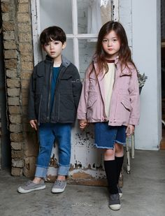 Natural G has released its Fall 2018 collection today. This brand is most popular for the many boy and unisex styles.nl/product-category/natural-g/ Cute Baby Couple, Cute Little Baby Girl, Cute Baby Girl Pictures, Cute Girl Face, Cute Asian Babies, Korean Babies, Asian Kids, Cute Babies, Couple Outfits