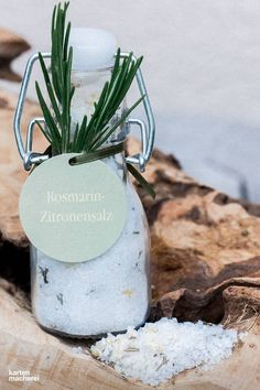 Surprise your guests with a DIY rosemary lemon salt. Fill the salt in … - Wedding Decor 2019 Blush Wedding Centerpieces, Wedding Favors, Diy Wedding, Romantic Wedding Decor, Outdoor Wedding Decorations, Best Wedding Gifts, Wedding Invitation Wording, Wedding Season, How To Memorize Things