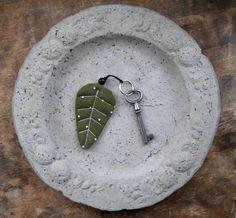 Leaf key ring   https://www.facebook.com/handmadebymemmu