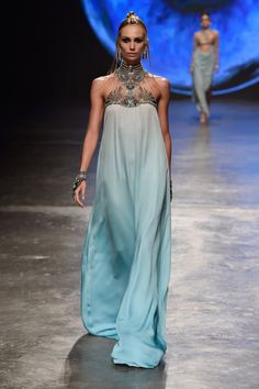 A Game of Clothes: what Missandei would wear, Dany Tarbet High Fashion, Fashion Show, Fashion Design, Pretty Dresses, Beautiful Dresses, Moda Medieval, Mode Abaya, Fantasy Gowns, Dream Dress