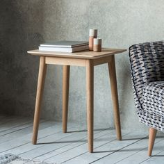 The simple lines of The Modern light oak side table makes it the perfect addition to any room. Made from select mixed European oak Side Table Lamps, Wooden Side Table, Linolium, Contemporary Side Tables, Contemporary Interior, Lacquer Furniture, Rustic Furniture, Furniture Vintage, Unique Furniture