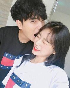 Imagen de couple, kfashion, and ulzzang Cute Korean, Korean Girl, Couple Ulzzang, Couple Travel, Couple Goals Cuddling, Korean Best Friends, Asian Love, Uzzlang Girl, Korean Couple