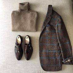 danielmeul: winter classics Dolcevita Cashmere by. Style Casual, Casual Wear, Men Casual, Look Fashion, Winter Fashion, Mens Fashion, Fashion Trends, Outfit Grid, Gentleman Style