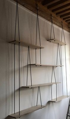 Happy New Year 2019 : Suspended shelves-Hanging shelves-étagères suspendues Sur Suspended Shelves, Diy Hanging Shelves, Diy Casa, Oak Shelves, Diy Furniture, Nordic Furniture, Diy Home Decor, Sweet Home, Bedroom Decor