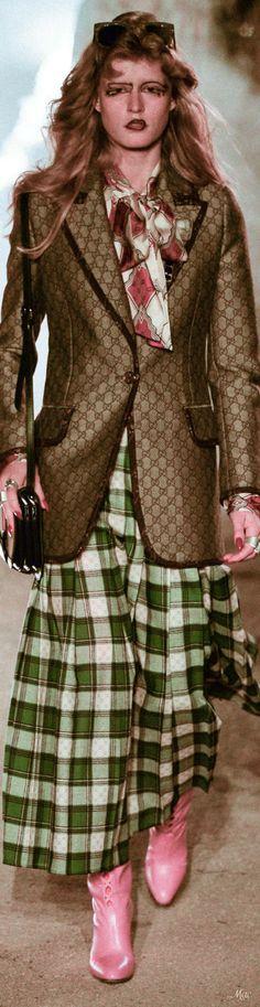 Resort 2019 Gucci Women's Dresses, All Fashion, Womens Fashion, Ladies Fashion, Guccio Gucci, Alessandro Michele, Italian Fashion Designers, Global Brands, Creative Director
