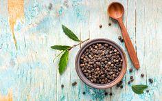 Una goccia di olio essenziale di pepe nero aggiunta ai condimenti dà personalità e sapore a ogni ricetta. Oltre a rafforzare le difese e migliorare la digestione