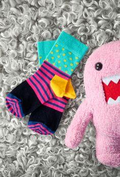 Hello cutie!  Gulliga och färgglada strumpor till små fötter. Passar perfekt som en gåva till babyshower, dopet eller som en ettårspresent.
